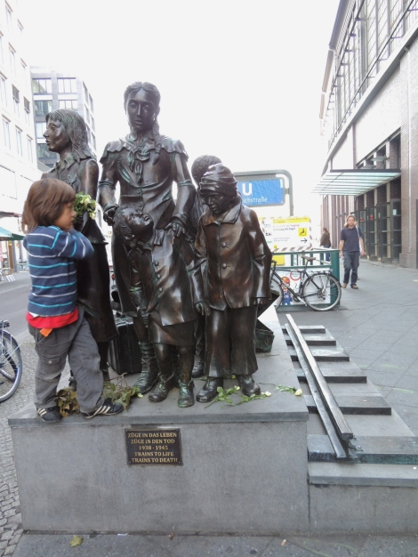 Kindertransport statue, Berlin