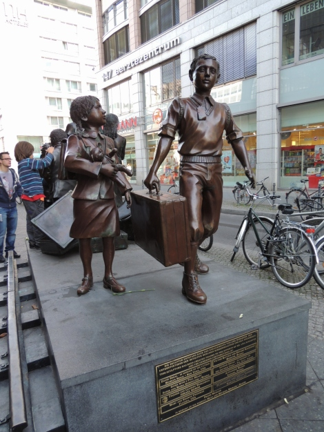 Kindertransport statue by Frank Meisler