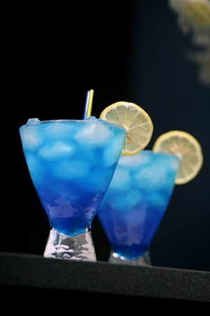 blue-lagoon-cocktails in a glass