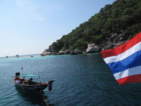 Thai flag on Koh Tao island, by Narisa