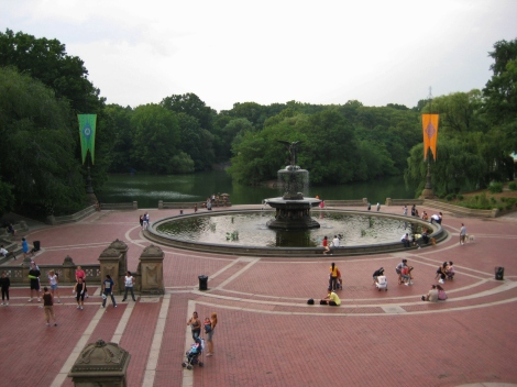 Central Park fountain with fitness enthusiasts