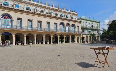 La Habana Plaza de Armas Scenery