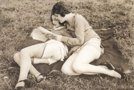 1920s women reading