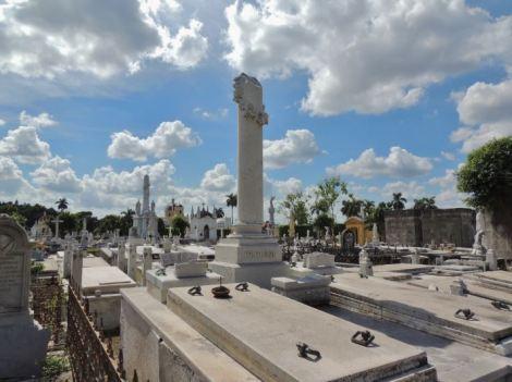 Cementerio Colon Decay