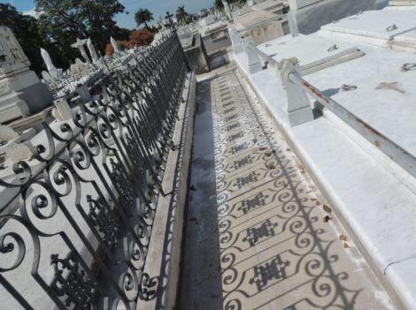 Cementerio Colon Shadows