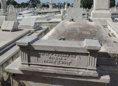 Cementerio Colon Stone