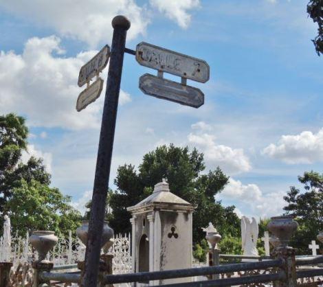 Cementerio Colon Streets
