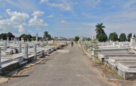 Cementerio Colon Walk